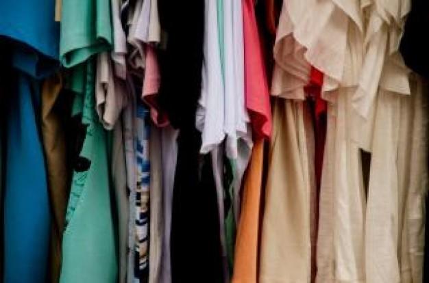 vestiti-in-vendita_19-133981